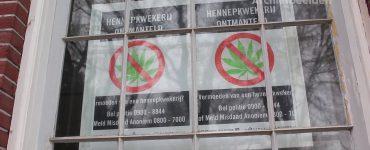 Nadat de politie in Tilburg op een melding af ging van een op handen zijnde inbraak in de Enschotsestraat, troffen zij daar een hennepkwekerij aan.