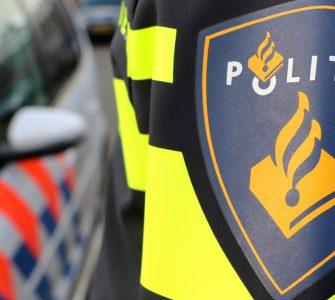 Een bestuurder van een crossmotor ging er zondag vandoor bij het zien van de politie. De motor had geen kenteken en de man had geen rijbewijs.