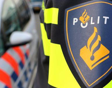 Donderdag heeft de politie een zwaargewonde man gevonden bij een flat aan de Kapelmeesterlaan in Tilburg-Noord. Hij is gereanimeerd door hulpdiensten, maar tevergeefs. De man is overleden.