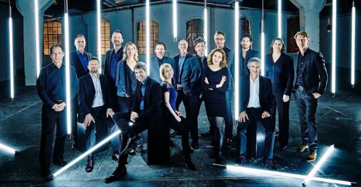 Ensemble Musikfabrik speelt in Het Cenakel - groepsfoto van volledige bezetting