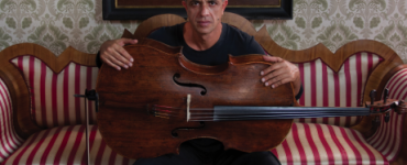 Giovanni Sollima met Cappella Neapolitana in concert - portret van Giovanni Sollima