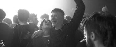 Club Smederij nodigt je uit om mee te raven met Beats - scène uit de film