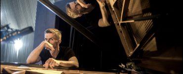 Franz von Chossy Trio in Paradox - portret Franz von Chossy achter de vleugel