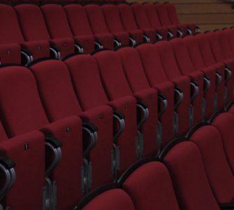 Onlangs mochten de theaters, bioscopen en musea weer open. Theaters Tilburg maakt gebruik van die mogelijkheid, omdat het theater gaag cultuur wil blijven brengen. Dat zegt directeur Rob van Steen.