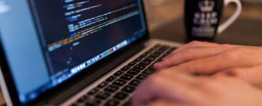 Ongeveer 13 procent van de Nederlandse jongeren tussen de 15 en 25 jaar oud werden online slachtoffer van delicten.