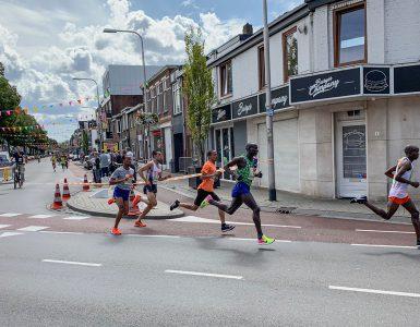 Hardlopers kunnen dit jaar meedoen aan de 'Tilburg Ten Miles Challenge'. In hun eigen tijd en op hun eigen tempo kunnen de deelnemers de afstanden afleggen die ze normaal tijdens het evenement zouden lopen.