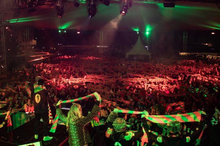 """Patrick Dewez, voorzitter van Carnavalsstichting Tilburg, zegt over carnaval in Kruikenstad: """"Carnaval is met elkaar aan de bar staan, biertje drinken, armen om elkaar heen en lachen, huilen en feestvieren. Dat zagen we niet meer zitten."""""""