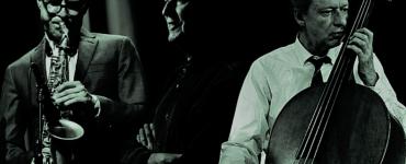 Saxofonist Benjamin Herman, bassist Ernst Glerum en drummer Han Bennink: bij elkaar deden zij al een forse berg aan ervaring op. Daarbij werkten zij ook samen met nationale en internationale meesters.