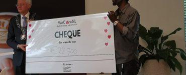 De cheque is niet alleen een cadeautje voor de thuiszorgmedewerkers, maar ook voor de Tilburgse horeca. Het bedrag is namelijk gegeven in de vorm van cadeaubonnen. Deze kunnen worden ingewisseld bij lokale horecazaken.