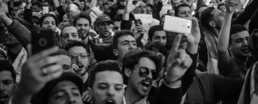 Sinds de dood van George Floyd in Minneapolis wordt er op veel plekken geprotesteerd tegen racistisch politiegeweld. De eerste demonstratie in Nederland vond maandagavond plaats in Amsterdam. Zaterdag is Tilburg aan de beurt.