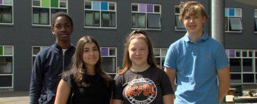 De scholieren van 2College Durendael Pepyn, Bianca, Imke en Richard kunnen hun geluk niet op nu ze de titel Junior Company van het Jaar winnen. Ze kwamen in aanraking met deze competitie via het vak 'ondernemerschap', waar ze tips en tricks over ondernemerschap kregen.
