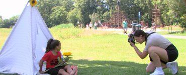 Naast een fotoshoot was er ook een springkussen in het Leijpark te vinden. Maar er stonden ook flesjes water en stukken fruit klaar voor de bezoekers.