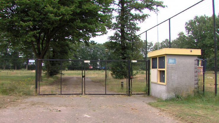 Bij de politie kwam in de nacht van dinsdag op woensdag een medlding van een inbraak bij een sportcomplex binnen. Het ging om het sportcomplex van voetbal vereniging NOAD aan de Melis Stokestraat.