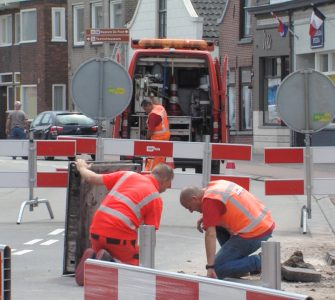 Veel straten in de stad stonden blank na de hoosbuien van dinsdag. Maar de wateroverlast op de kruising Kwaadeindstraat - Hasseltstraat was wel het grootst.