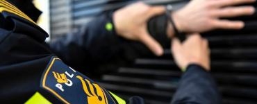 De politie stelt een onderzoek in naar betrokkenen en naar de herkomst en bestemming van de softdrugs die zijn gevonden in de opslagbox.