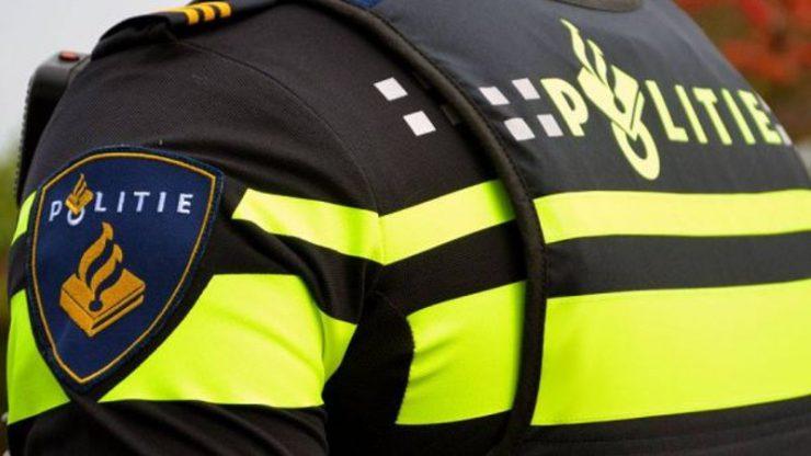 De politie kreeg dinsdagmiddag een melding dat een winkeldievegge was betrapt in een supermarkt op het Frans van Spaendonckplein. Ze zou door het lint zijn gegaan.