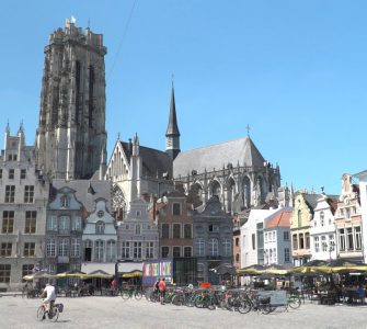 Schepen Vicky Vanmarcke van Stad Mechelen en 'onze' wethouder Mario Jacobs geven hun kijk op verkeersmaatregelen om voetgangers en fietsers veilig en gemakkelijk het centrum te laten passeren.