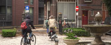 Drie groepen van dertig man publiek reden bij 'Beethoven op de fiets' per fiets door Tilburg. Op drie locaties genoten zij van kleinschalige concerten waar muziek van Beethoven ten gehore werd gebracht.
