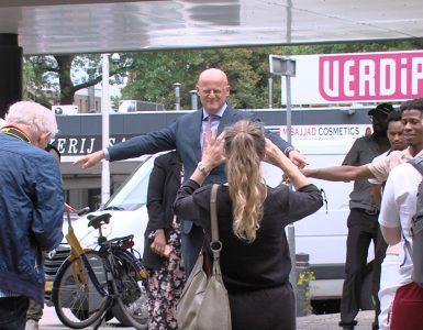 Organisatoren van projecten in Tilburg-Noord kwamen vertellen over de kansen van de wijk. Ook minister Grapperhaus en burgemeester Weterings zaten in het publiek.