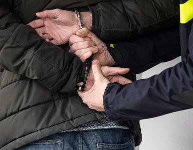 Woensdagmiddag is een 54-jarige man uit Goirle aangehouden nadat hij zijn ex-partner op straat zou hebben bedreigd met een bijl.