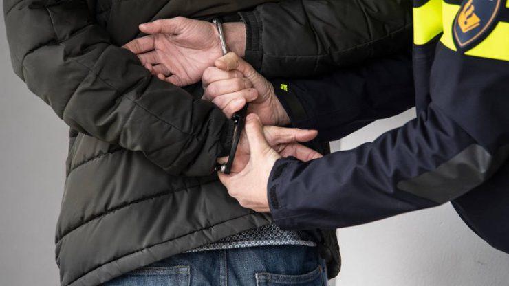 Laatst zijn er in het programma Opsporing Verzocht beelden vertoond van een verdachte in een zedenzaak. Het zou gaan om een man die zijn telefoon onder een kleedhokje stak terwijl zich daar op dat moment een jong kind bevond. Later is een 31-jarige Tilburger aangehouden als verdachte.