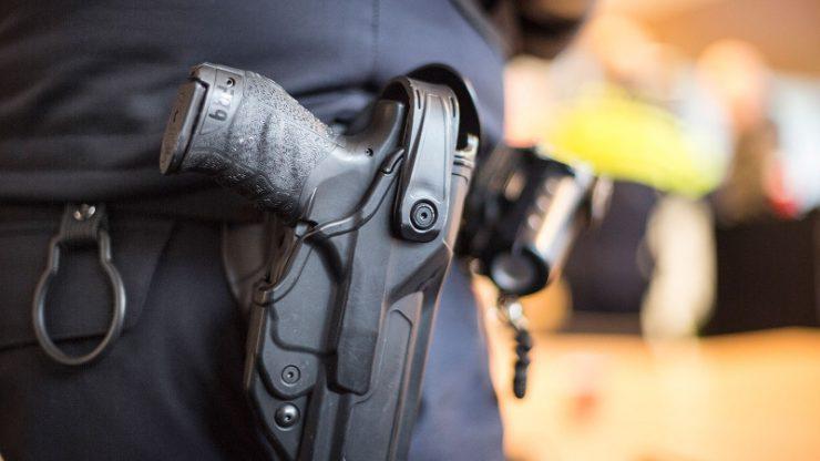 Een gewapende overval heeft dinsdagavond 10 november plaatsgevonden in de Aldi aan het Transvaalplein in Tilburg. De dader heeft met een vuurwapen een kassamedewerker bedreigd en is er toen vandoor gegaan met de buit.