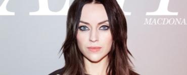 Voor haar nieuwe album The Human Demands werkte Amy Macdonald samen met producer Jim Abbiss. Samen gingen ze terug naar Amy haar alternatieve roots.