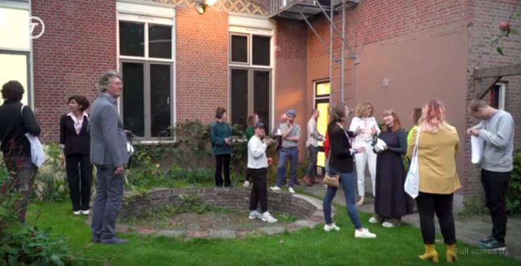 Sinds de Jan Naaijkensprijs verbonden is aan Kunstpodium T maken jonge kunstenaars die net van de kunstacademie komen kans om genomineerd te worden. Uiteindelijk kiest een jury uit vier genomineerden de winnaar, dit jaar Melanie Maria.