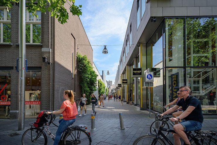 Zowl doordeweeks als in het weekend zijn er binnenkort werkzaamheden aan de fietsenstalling van het Pieter Vreedeplein maar die zullen, zo zegt men, geen geluidsoverlast veroorzaken.