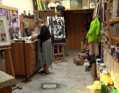 Door corona zijn er al lang geen exposities geweest in Galerie Oisterwijk. Volgens galeriehouder Bert Aerts heeft dit lang genoeg geduurd. Hij vindt dat het voor kunstenaars moeilijk is geweest en wil ze graag helpen. Daarom opent men een expo met alleen maar werken van kunstenaars uit de regio.