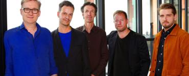 Samen koesteren Jasper Blom Quartet en Pablo Held tot muziek die geworteld is in de moderne jazz. En daar mengen ze elementen in uit gecomponeerde moderne muziek als veelstemmige muziek uit de 15de eeuw.