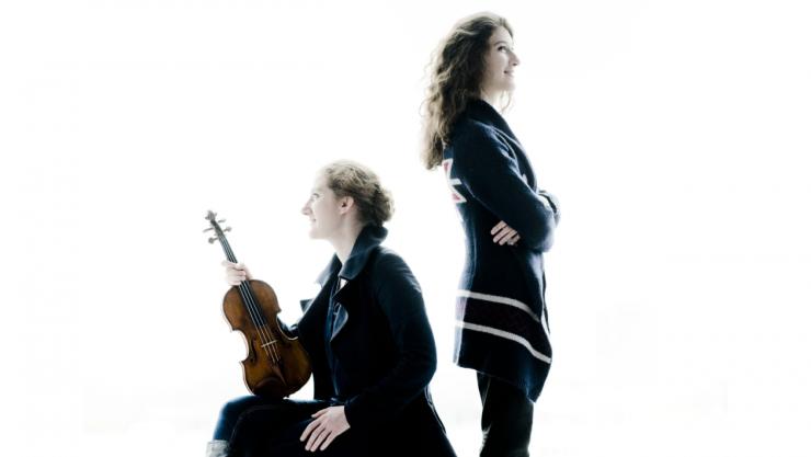 De zussen Maria Milstein (1985) en Nathalia Milstein (1995) groeiden op in een familie van musici en begonnen samen te spelen zodra hun leeftijdsverschil -10 jaar- hen dat toestond.