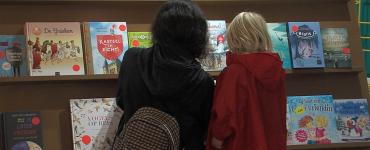 Dit jaar is 'en toen?' het thema voor de Kinderboekenweek, waarin we terug in de tijd gaan. De week is dit jaar van 30 september tot en met 11 oktober en gaat over de geschiedenis.