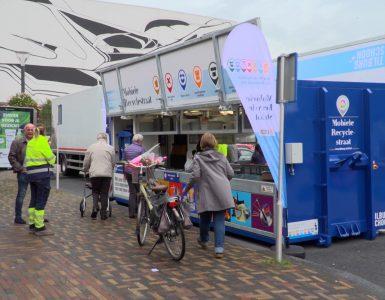 Tijdens de weekmarkt op het Wagnerplein is voor het eerst de nieuwe mobiele recyclestraat van de gemeente in gebruik genomen. De recyclestraat staat volgens een vast rooster op 17 verschillende locaties in de gemeente.
