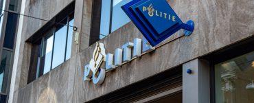 Een 25-jarige vrouw uit Tilburg is aangehouden als verdachte voor het pinnen met een gestolen bankpas. De vrouw heeft er meer dan 1.000 euro mee gepind.