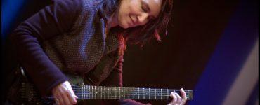 Dit najaar doet Corrie van Binsbergen met haar energieke band Vanbinsbergen Playstation de landelijke tour Remise langs de jazzpodia. Op vrijdag 27 november staat ze met haar band in Paradox.