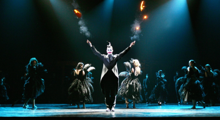 Nadat Theaters Tilburg voor de tweede keer dit jaar enige tijd gesloten is geweest, gloren er lichtpuntjes in december. Met een geheel nieuw, maar soms ook bestaand of aangepast programma voor 30 man publiek.