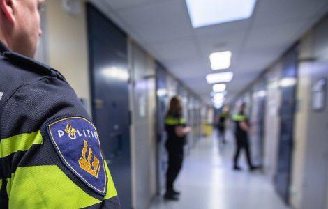 De politie heeft onderzoek gedaan naar een man die wordt verdacht van stalking en bedreiging van zijn ex-vriendin, en hij zit op grond daarvan vast.