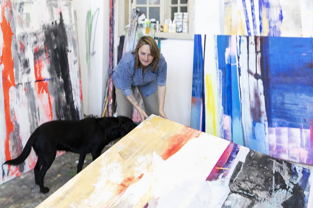 Eline Somers-Segers van Stadstuin Theresia benaderde Dorith van der Lee om mee te gaan denken over kunstzinnige activiteiten voor de wijk. Want Dorith richt vaak exposities in achter de ramen van Metropolitan Museum. Gezien de creativiteit en het talent in de wijk kwam het op touw zetten van een kunstwandeling al gauw ter sprake.