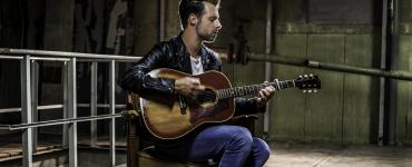 Singer-songwriter Mercy John maakte zijn debuut in 2016 met This Ain't New York. Dit blijkt een album te zijn waar hij veel lovende recensies voor ontving.