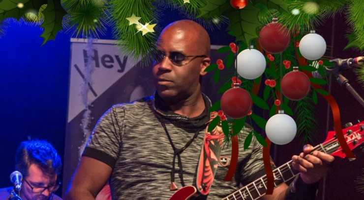 Speciaal in kerstsfeer zullen deze kerst in een livestream van Hey-hoef Muziekfabriek maar liefst 22 lokale artiesten te zien zijn. Liefhebbers, beginners met en zonder plankenvrees, semi-professionals en jonge talenten zetten dan hun beste beentje voor.