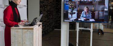 Koningin Máxima brengt een digitaal werkbezoek aan 'de Doorbraakmethode' in Tilburg. Dat is eén van de vijf methoden van schuldhulpverlening die door de organisatie SchuldenlabNL, op wat grotere schaal dan voorheen, in de praktijk worden toegepast.