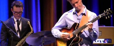 Meestergitarist Jesse van Ruller zag kans om aan te schuiven bij het Benjamin Herman Trio, waardoor er vrijdag 29 januari het kakelverse Benjamin Herman – Jesse van Ruller Quartet op de bühne staat bij Paradox.