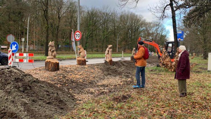 De komst van grote houten grondeekhoorns langs der Bredaseweg was een idee vanuit de gemeente, om de openbare ruimte in de stad aantrekkelijker te maken.