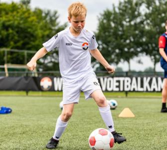 Speciaal voor kinderen van 6 tot en met 10 jaar die gek zijn van voetbal en die hun voetbalvaardigheden willen ontwikkelen heeft Willem II een trainingsplan georganiseerd. Ook heeft de club voor het eerst een keeperskamp voor jongelui van 9 tot en met 17 jaar.