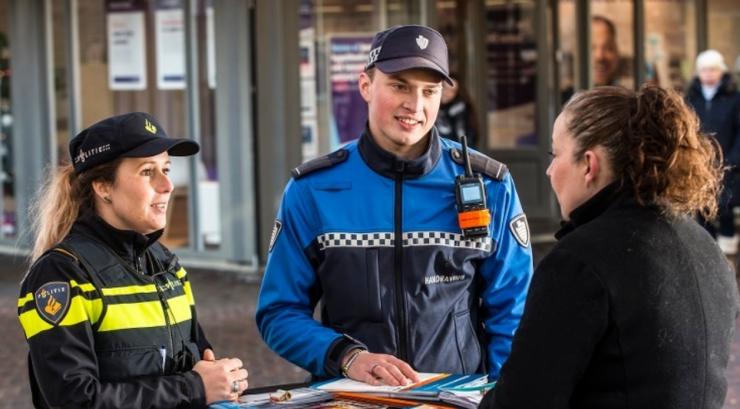 Een controle van een groep jeugd aan de Matterhornstraat in de wijk Groenwoud is erop uitgelopen dat één jongen die vuuurwerk af wilde steken is opgepakt nadat hij een boa had mishandeld.