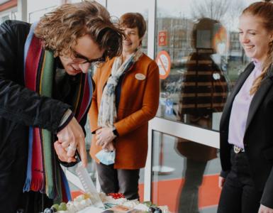 Van de week werden studenten feestelijk welkom geheten als nieuwe bewoners van woonzorgcentrum De Wever | De Kievitshorst aan de Beneluxlaan bij het Westerpark.