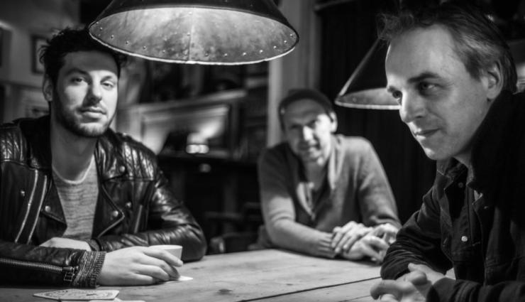 Na de online lancering van zijn nieuwe album, een jaar geleden, serveert het Jeroen van Vliet MOON Trio op 5 maart alvast een 'amuse' voor een presentatie met livepubliek.