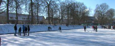 Op veel plekken in het land kan je deze week op natuurijs schaatsen, ook in Tilburg. Veel drukte dus ook op het ijs in het Kromhoutpark.