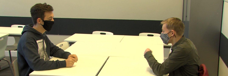 Joris de Lauw en Rens Schapendonk laten op 17 maart jongeren tussen de 14 en 18 jaar stemmen. Ze doen dit om te onderzoeken hoe deze groep zou stemmen als dat wel mocht.